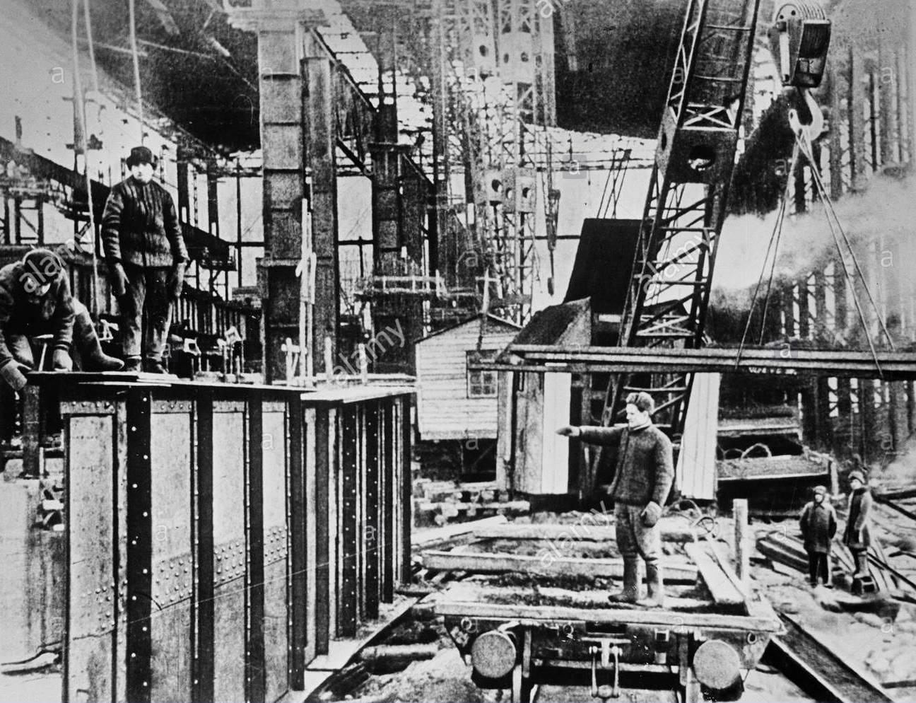 construction-of-a-new-open-hearth-plant-in-ural-EK3C3W.jpg