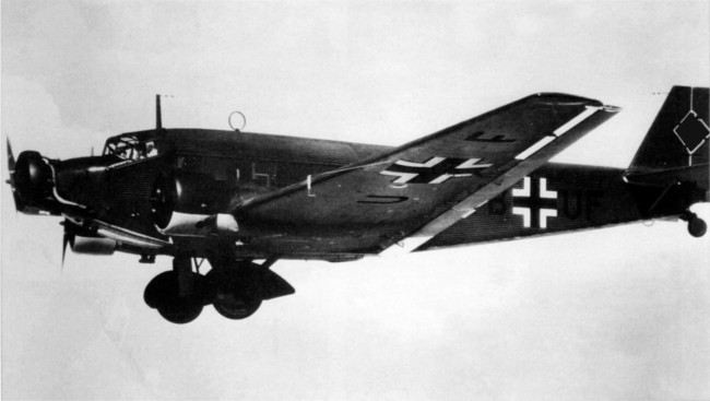 Junkers-Ju52.3_1940.jpg