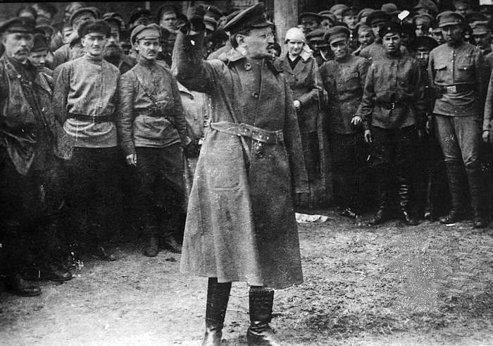 trotsky_Adressing_the_red_Army_1917.jpg
