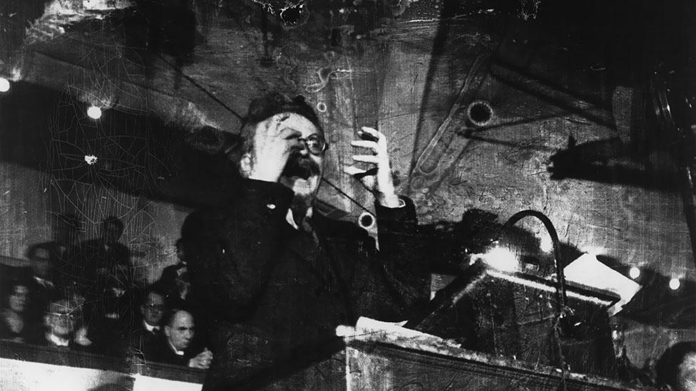 Trotsky_Speech_Copenhagen_1932.jpg