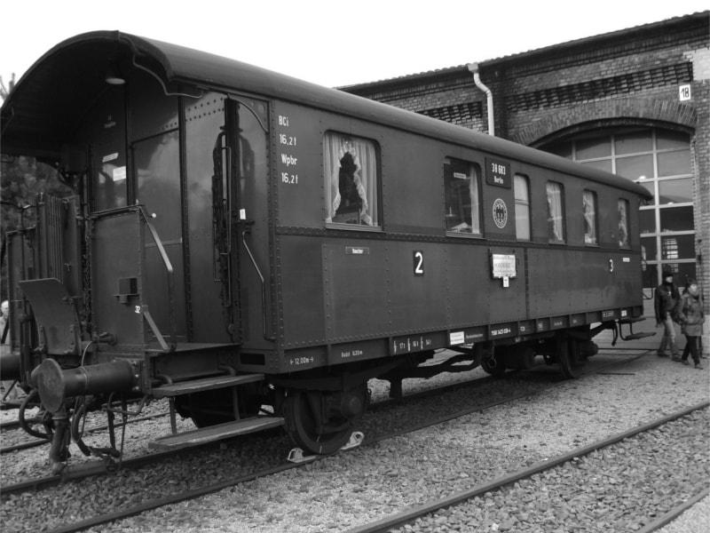 donnerbuechse-schoener-alter-wagon-der-deutschen-reichsbahn-min.jpg