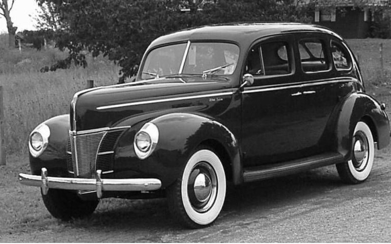 FordDeluxe1940-min.jpg