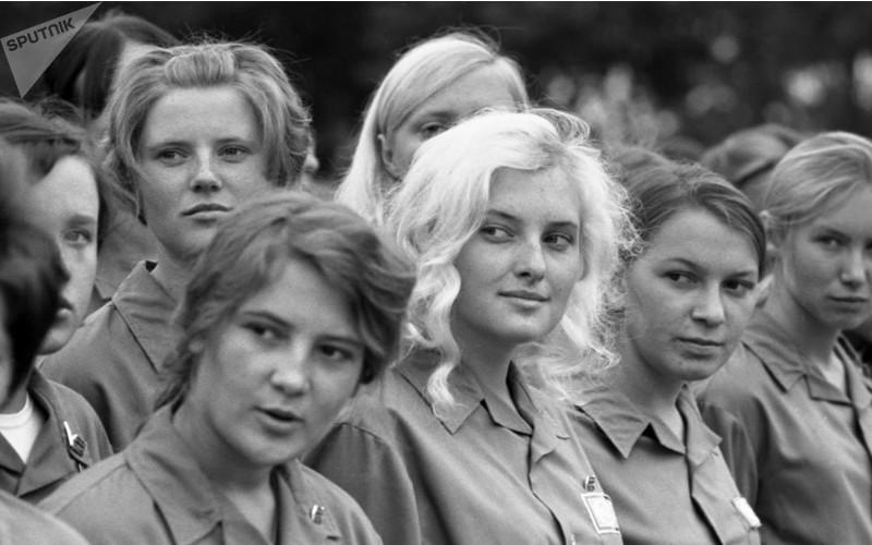 KomsomolWomen-min.jpg