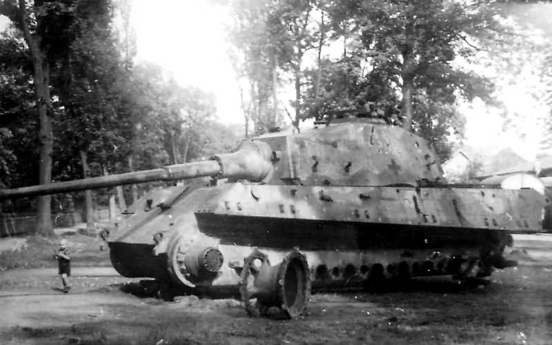 Tiger_2_tank_86_Destroyed-min.jpg