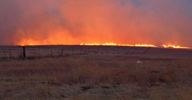 wildfire-grasslands-disaster-great-plains-lon-tonneson-0403f1-1244a.jpg