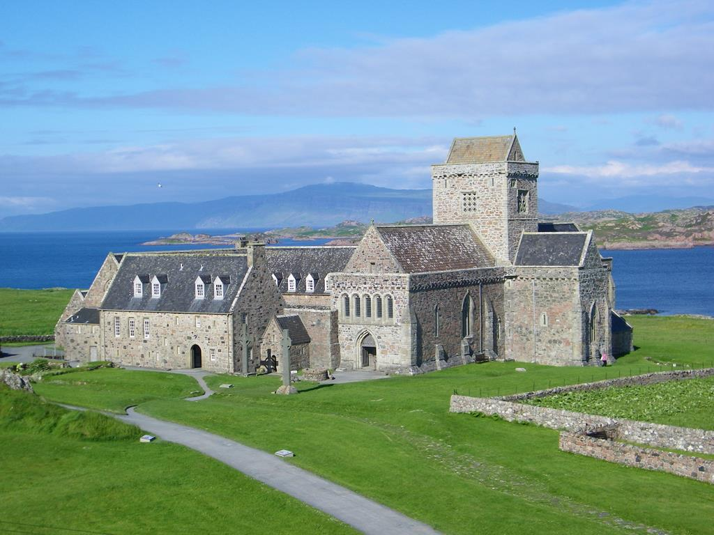 The-path-to-The-Iona-Abbey.jpg